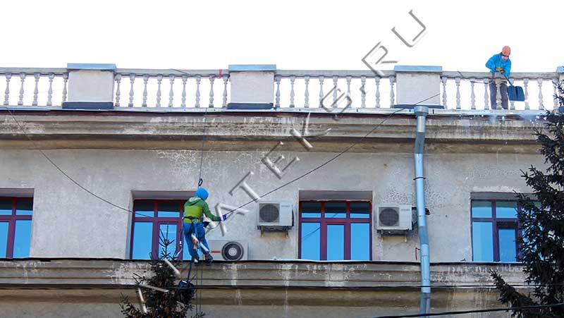 Уборка крыши от снега в москве